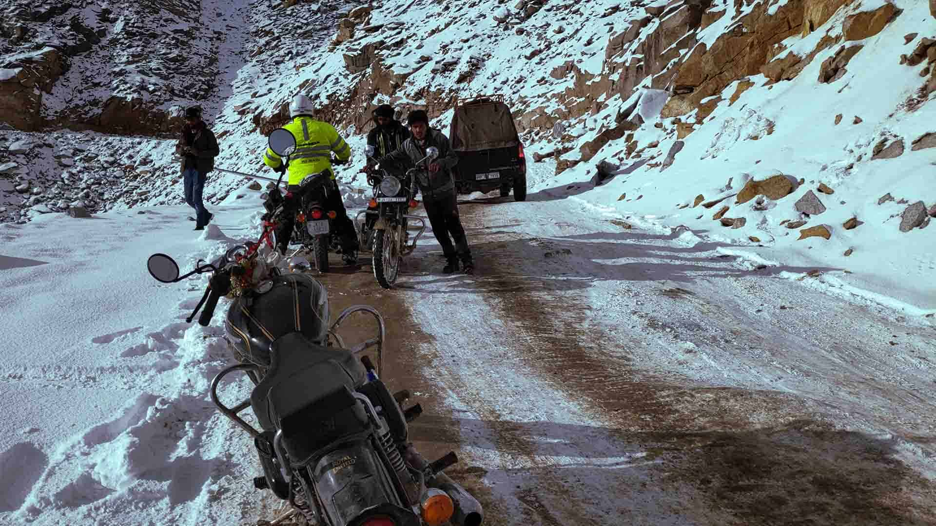 Motorcycle-tours-in-himalayas-india-ladakh-tours
