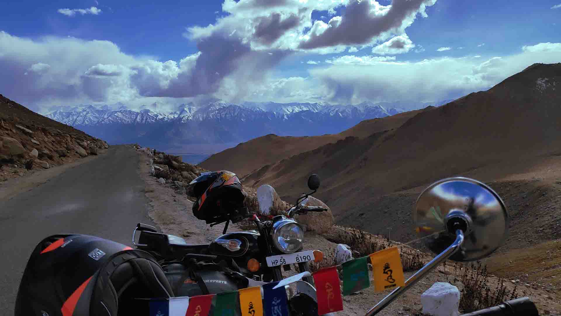Motorcycle-tours-in-himalayas-india-leh