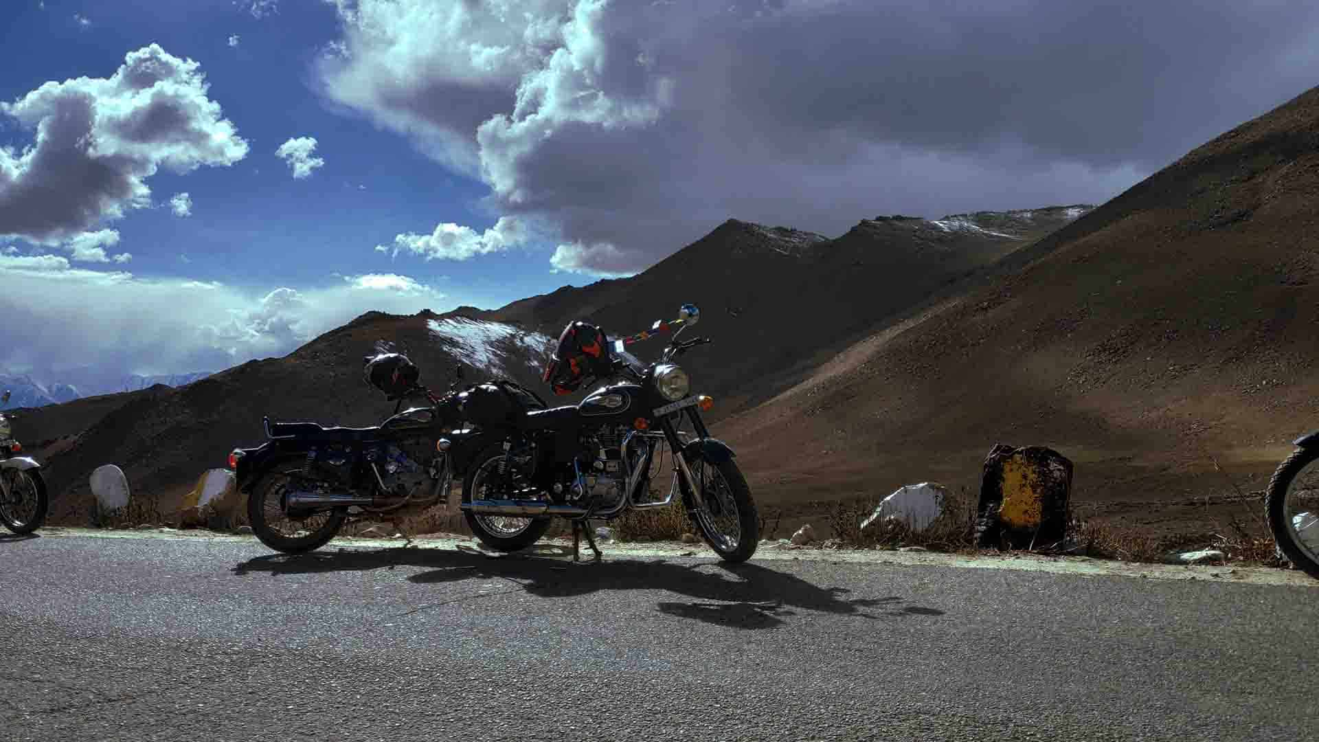 Motorcycle-tours-in-himalayas-ladakh-india